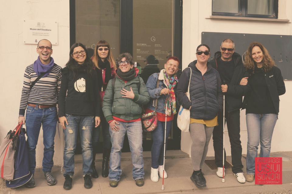 Paesaggi visivi e sonori di Pau al Museo dell'Ossidiana e a Sa Scaba Crobina - Foto di gruppo Lab disabilità visive